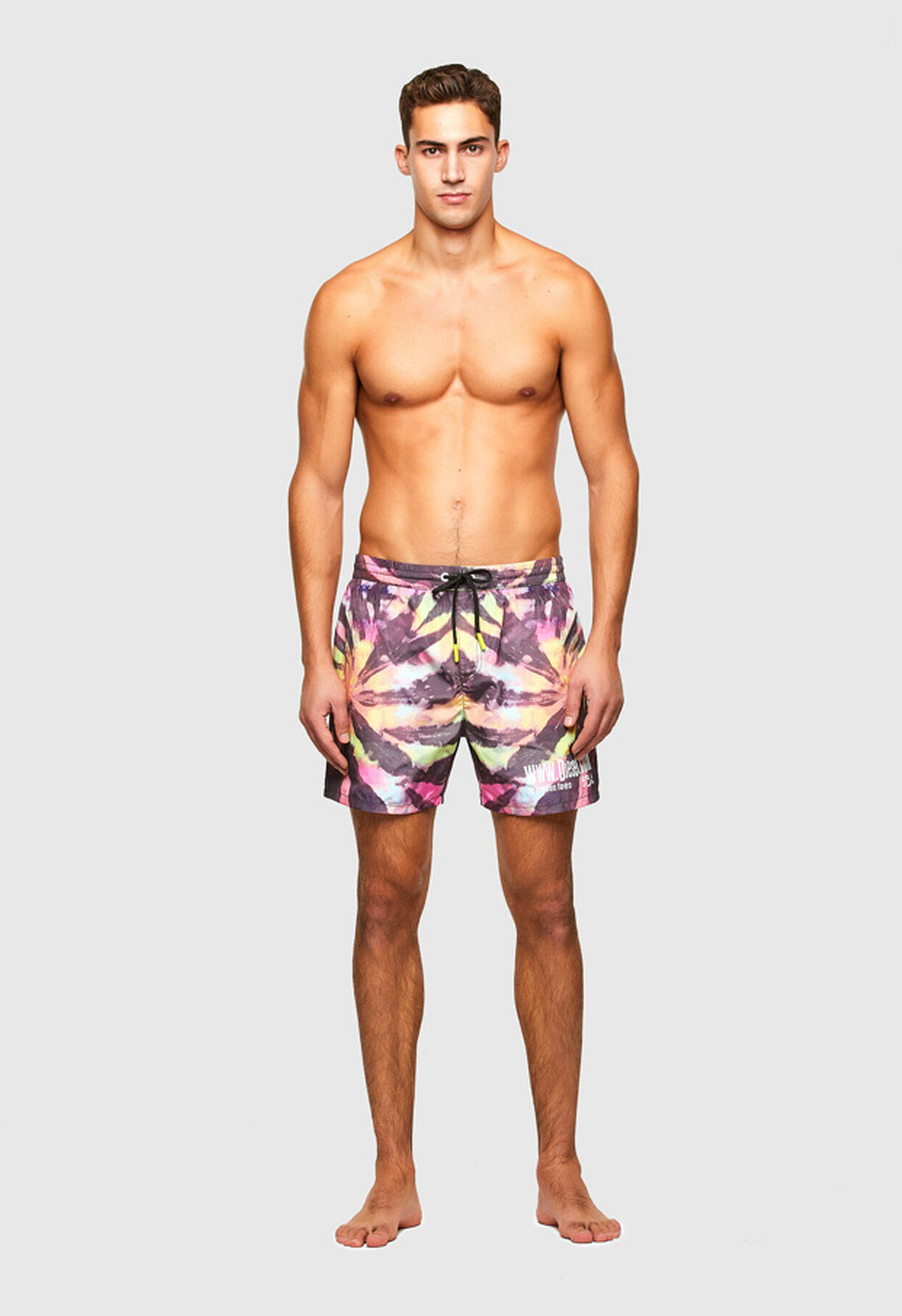 https://ro.diesel.com/dw/image/v2/BBLG_PRD/on/demandware.static/-/Library-Sites-DieselMFSharedLibrary/default/dw34758e8d/CATEGORYOV/2X2_BEACHWEAR_B,BX-WAVE-2017_00SV9U_0JBAY_E0213_F.jpg?sw=1244&sh=1814