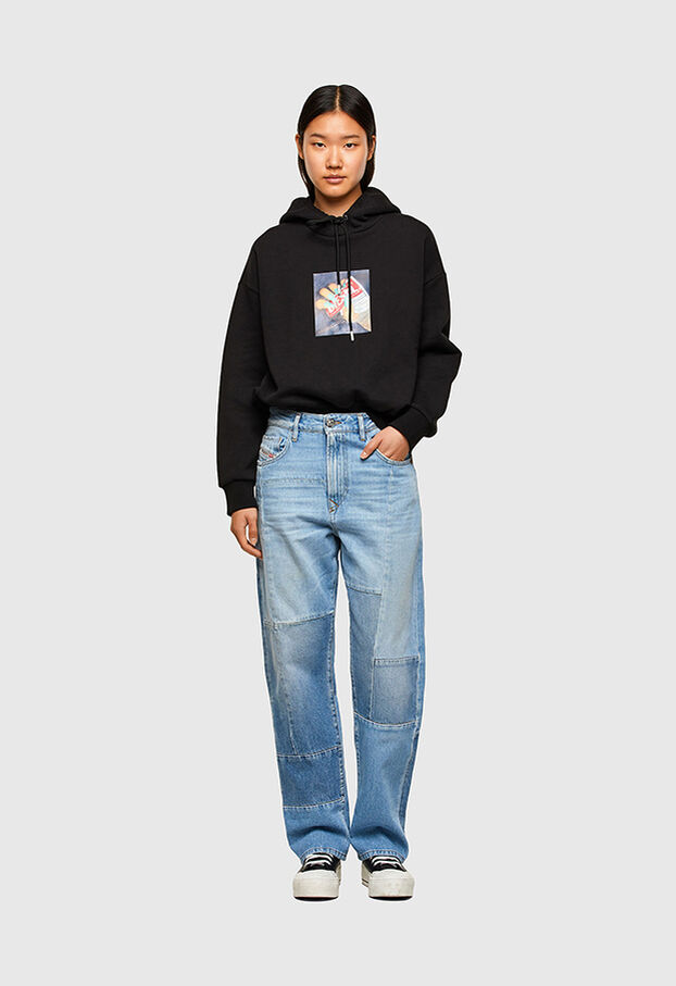 https://ro.diesel.com/dw/image/v2/BBLG_PRD/on/demandware.static/-/Library-Sites-DieselMFSharedLibrary/default/dwee5df74f/CATEGORYOV/2X2_D-REGGY_DENIM-SPRING-LAUNCH_A01652_009ND_01_C.jpg?sw=622&sh=907