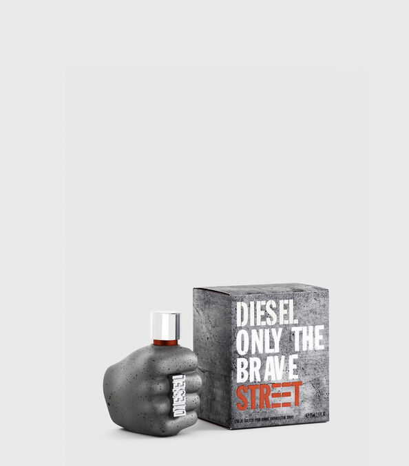 https://ro.diesel.com/dw/image/v2/BBLG_PRD/on/demandware.static/-/Sites-diesel-master-catalog/default/dw59fa09ef/images/large/PL0457_00PRO_01_O.jpg?sw=594&sh=678