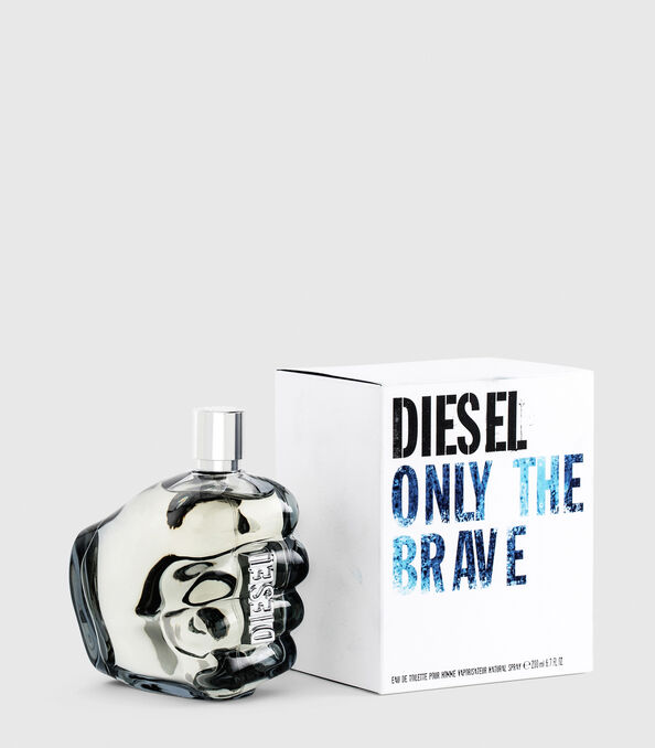 https://ro.diesel.com/dw/image/v2/BBLG_PRD/on/demandware.static/-/Sites-diesel-master-catalog/default/dwa36491ac/images/large/PL0305_00PRO_01_O.jpg?sw=594&sh=678