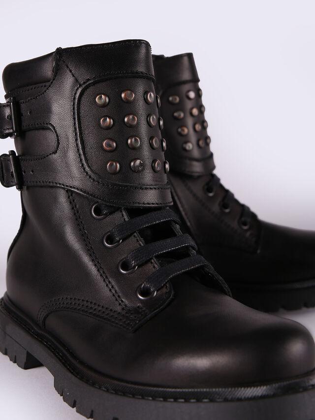 HB 9 BOOT CH, Black
